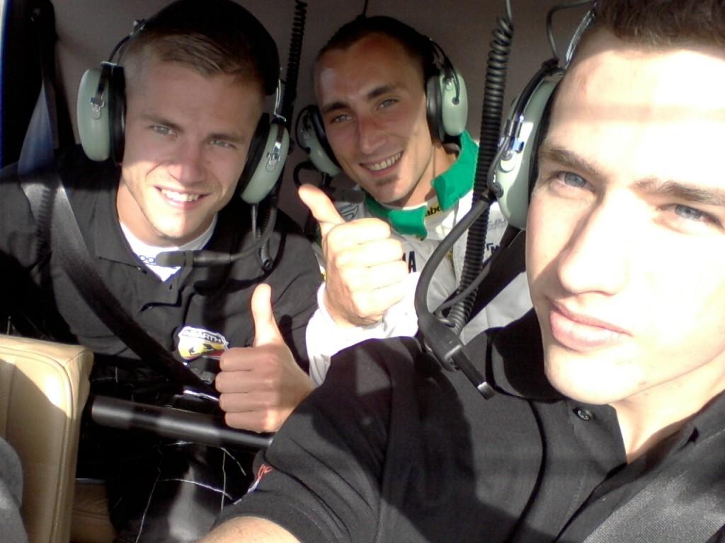 de 3 podiumbeesten van de finalerace MIYR @ BK in de helicopter - Quentin, Spencer & Bjorn